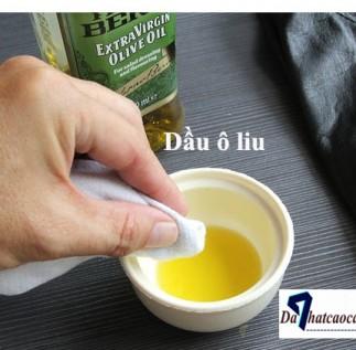 Làm cho túi xách da, cặp da luôn mới với dầu ô liu